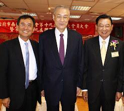 Photo: 志洋旅行社蕭董事長與吳敦義副總統、江炳坤總會長合影