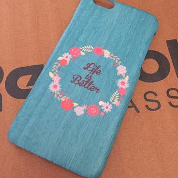 木紋+花花🤗🤑🤔 👉🏻👉🏻木紋色可改 👉🏻👉🏻字可改 👉🏻👉🏻花圈可改🙆🏻 想做一個獨一無二的phone case🙆🏻🙆🏻 就找☎️☎️whatsapp 5524 6077
