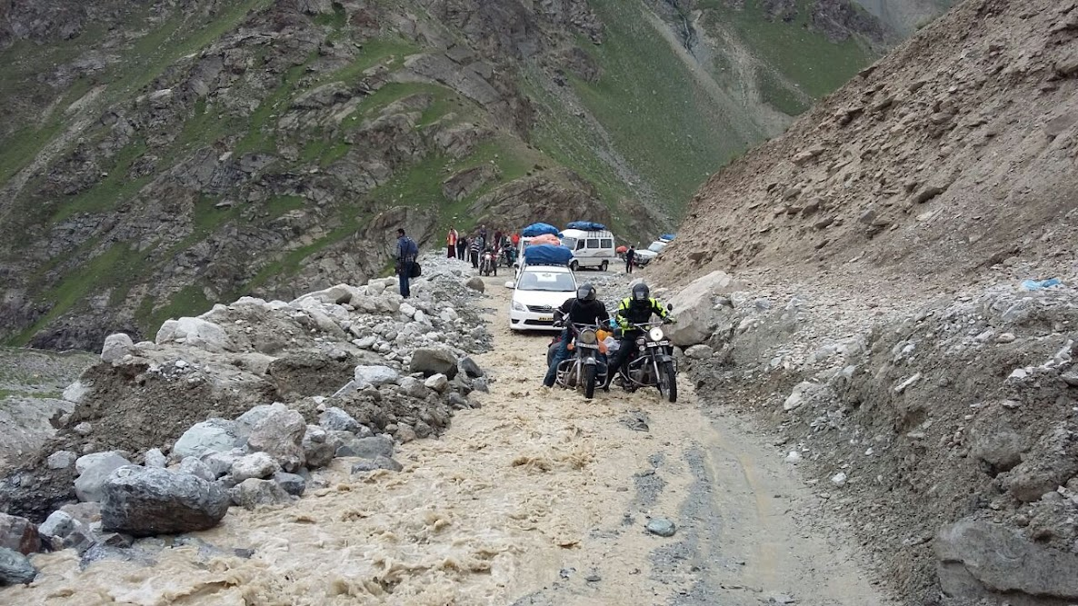 Violent Stream ( SUV Driving Tips For Ladakh)