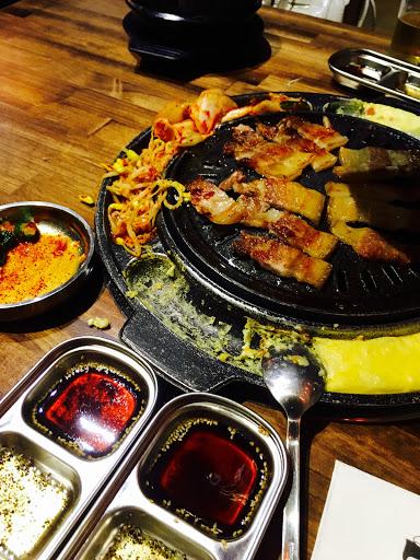 朝思暮想的韓式烤肉~價格偏高不過品質不錯,旁邊的起司蛋很有特色,辣炒年糕口味偏鹹但也值得推薦。