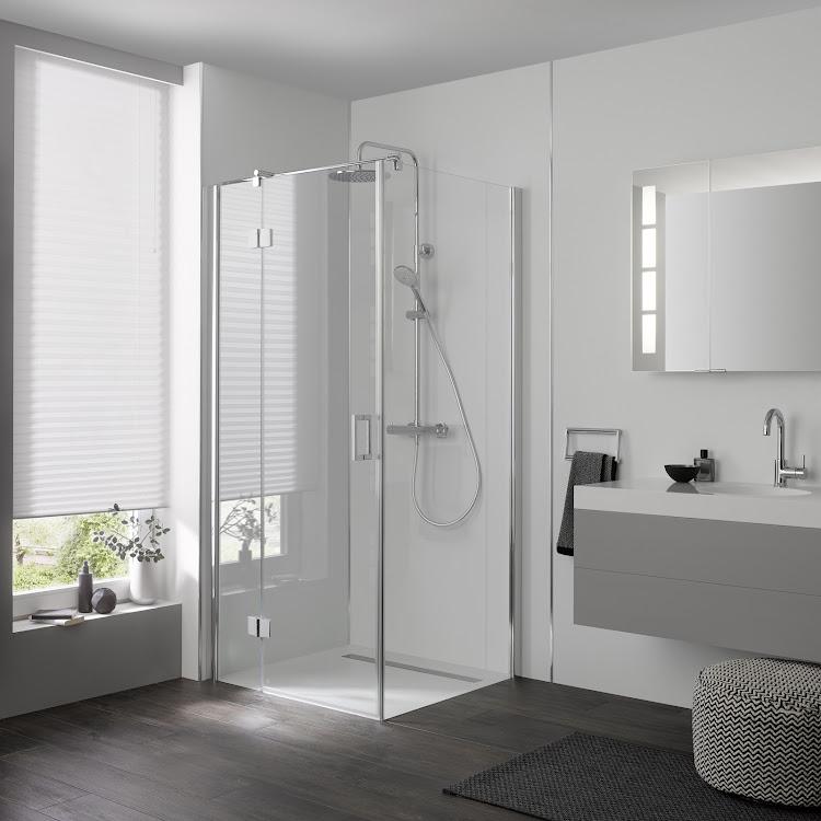 Shower Cabins_Drehtür pendelbar an Nebenteil und Seitenwand