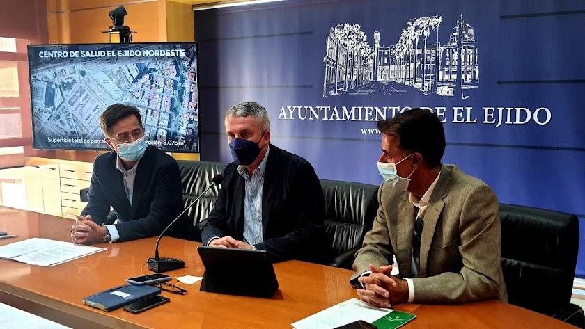 Imagen de la presentación en agosto de los detalles del nuevo centro de salud.