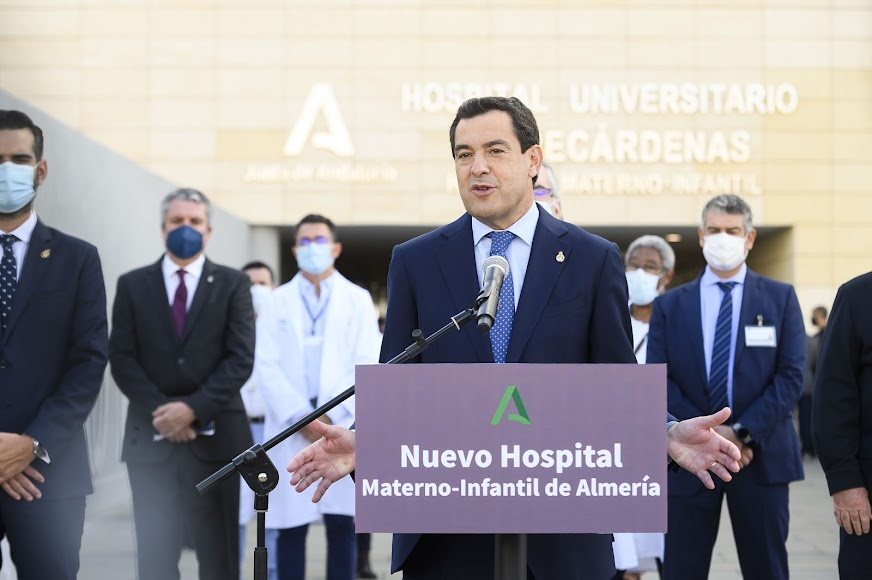 El presidente de la Junta de Andalucía, Juanma Moreno, ha inaugurado el Hospital Materno Infantil de Almería.