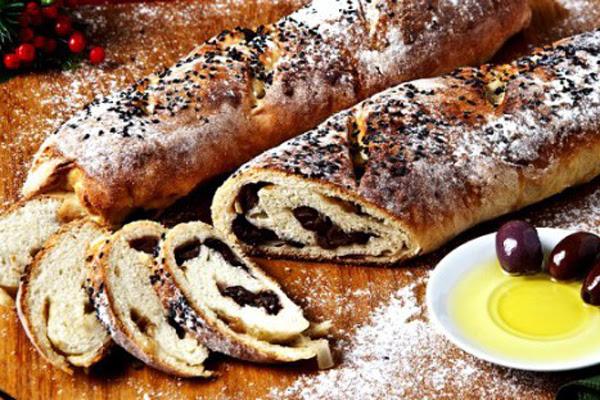 Pão Recheado com Azeitonas e Cebola Caramelizada