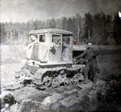 Photo: Traktoristai. Nuotrauka iš Adelės Gusčiūtės archyvo