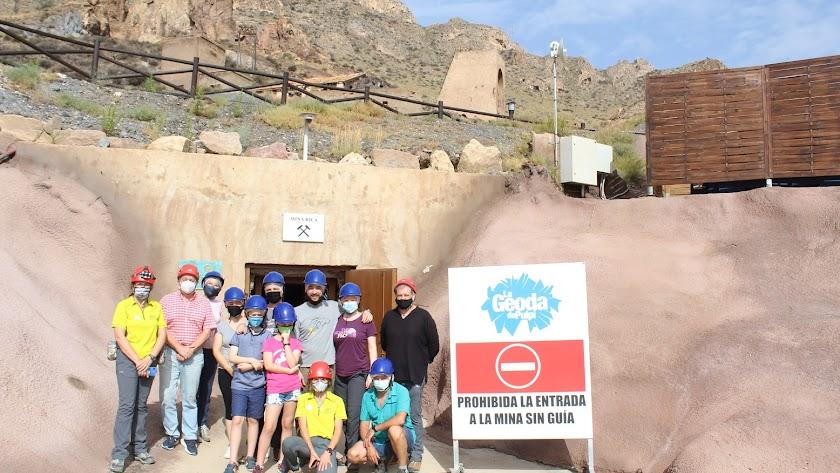 Los hermanos visitaron la Mina Rica junto al alcalde y miembros del equipo de gobierno.