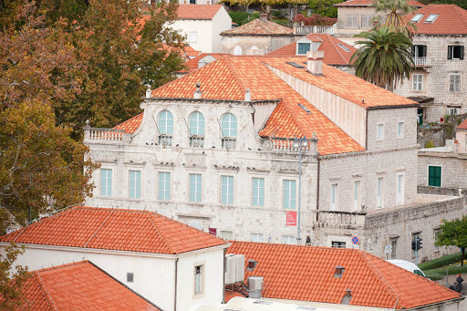 Old-Dubrovnik-classic-building.jpg - A classic building in Old Dubrovnik, which is a UNESCO World Heritage site.