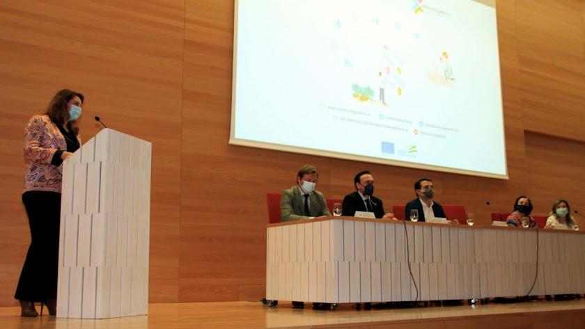 Carmen Crespo preside en Córdoba la puesta en marcha de la comisión directiva del centro.