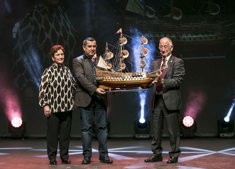 Rafael Segura con su madre y Gabriel Amat.
