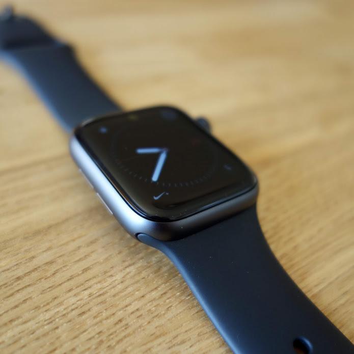 Apple Watch Series 4 メイン