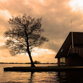 A glimpse of giethorn by Hoang Nguyen Anh - Buildings & Architecture Homes ( giethorn, cloud, holland, tree, boat )