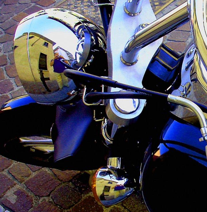 Riflessi in una Harley di spelafili