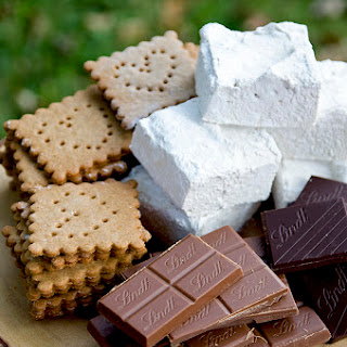 Hickory Marshmallow S'mores with Lindt Chocolate