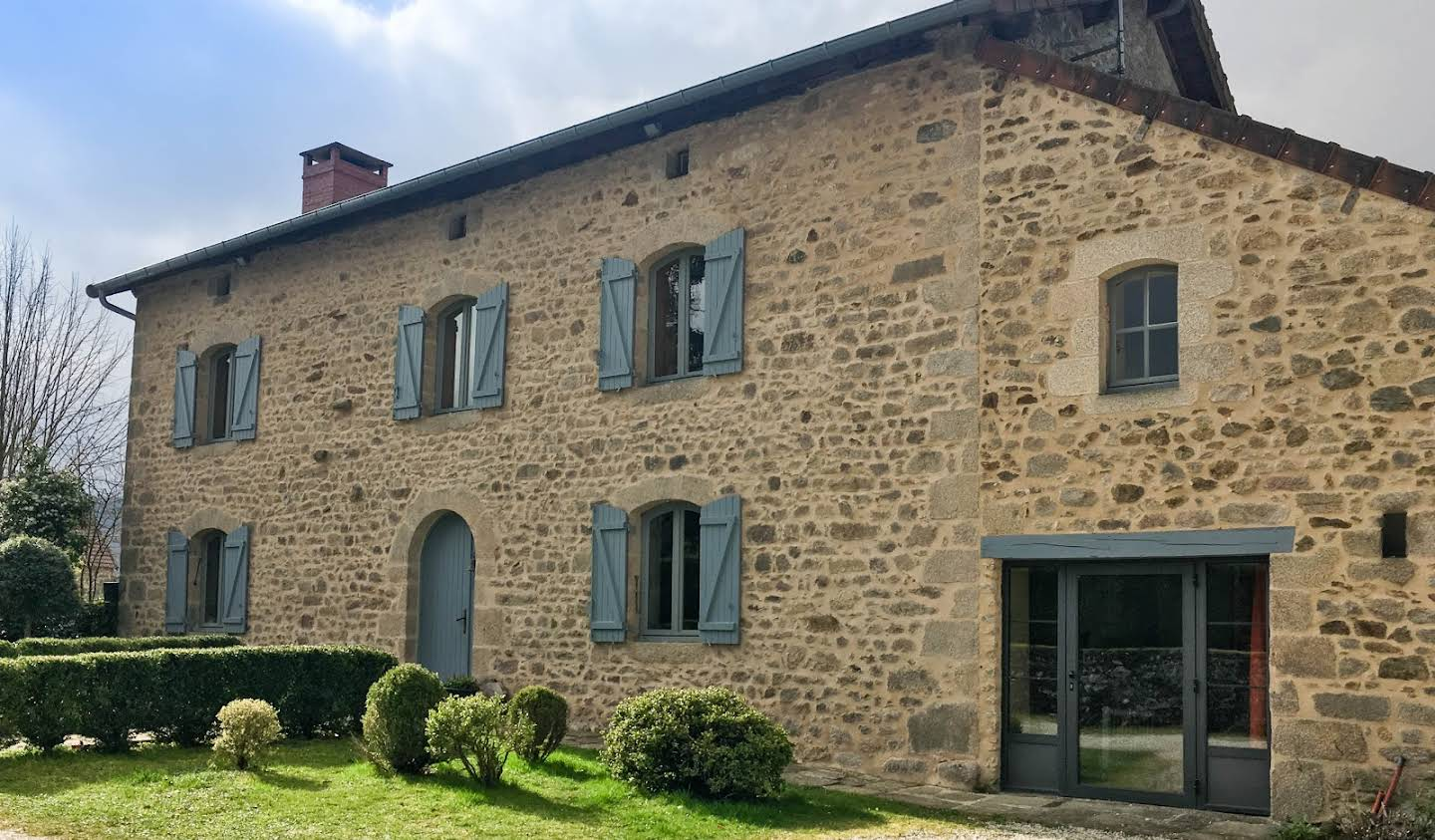Atypical property with terrace and panoramic view Saint-Sulpice-Laurière