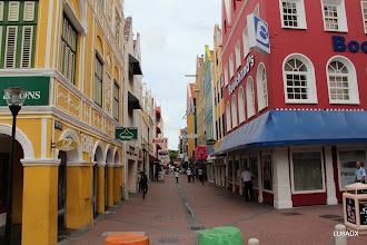 Photo: Peatonal en el centro de Willemstad, Curazao