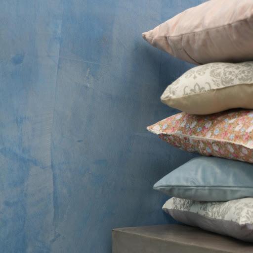 enduit-beton-cire-colore-touche-de-douceur-dans-decoration-interieure-contemporaine-et-maison-design-les-betons-de-clara-montargis