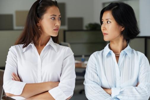 Chị em cần biết cân bằng cuộc sống với mẹ chồng đừng bao giờ đòi hỏi chồng phải chọn lựa giữa mẹ và vợ