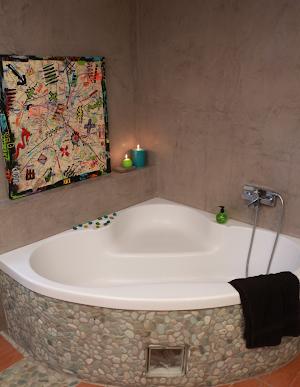 salle de bain béton ciré étanchéité béton sans joint par Les Bétons de Clara spécialiste béton ciré salle de bain