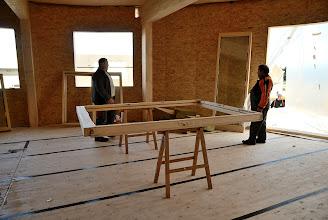 Photo: 20-11-2012 © ervanofoto Het grote terrasraam wordt voorbereidt voor plaatsing.