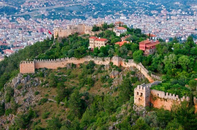 Вид на город с крепостного сооружения в Алании