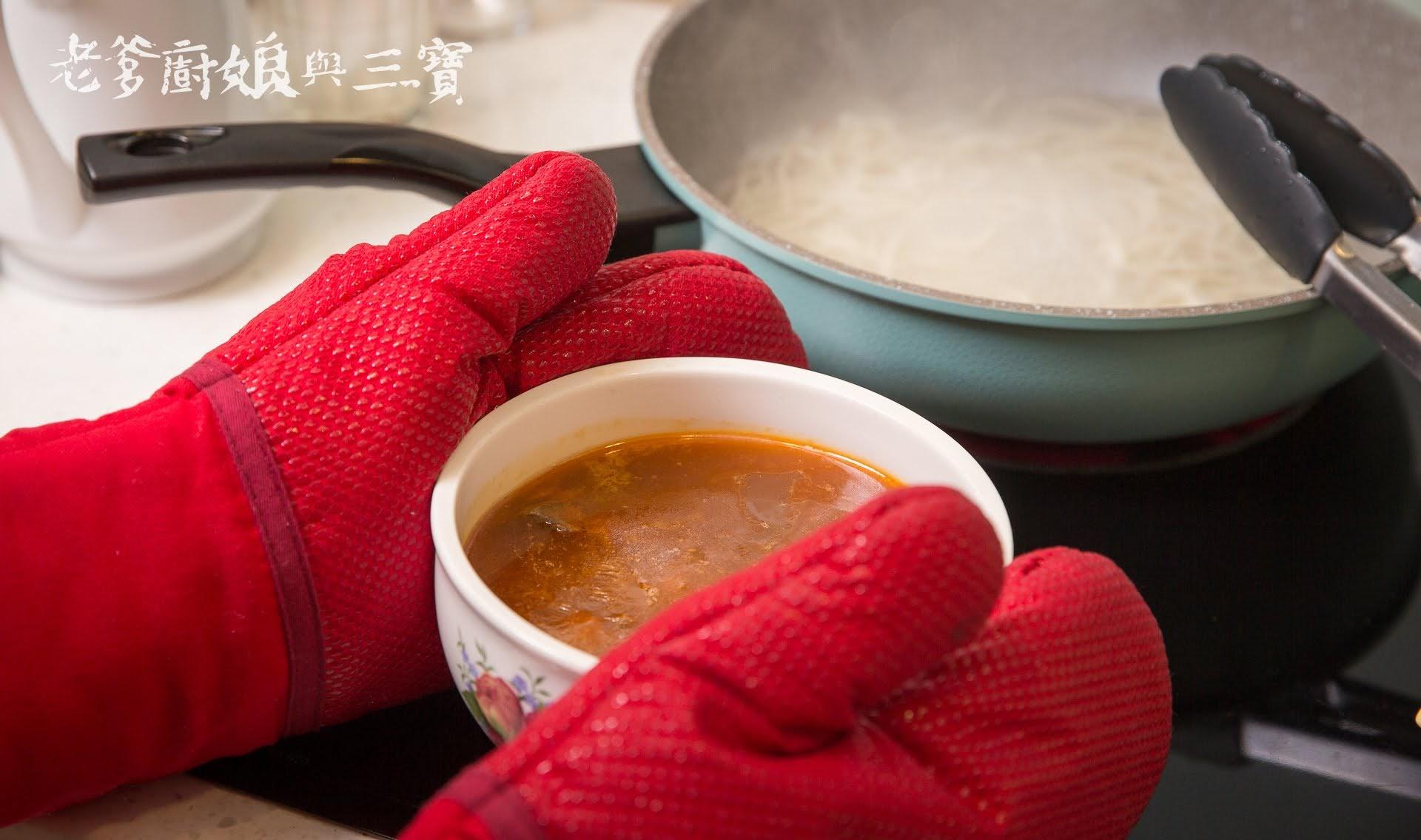 老協珍川味牛肉麵...黃金筋肉比例、滾刀塊切法肉豪氣的星級方便料理