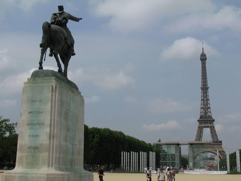 Bài số 1. Từ Berlin đến Paris - Kinh đô ánh sáng