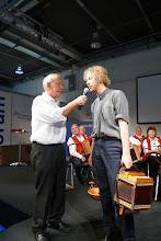Photo: Herr Fasnacht im Gespräch mit Simon Dettwiler