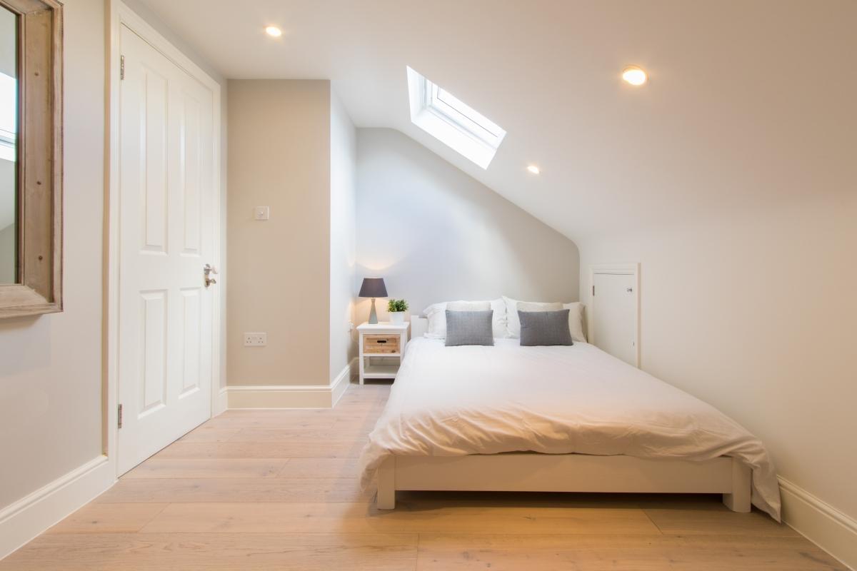 Inspirasi desain kamar tidur minimalis - source: student-cribs.com