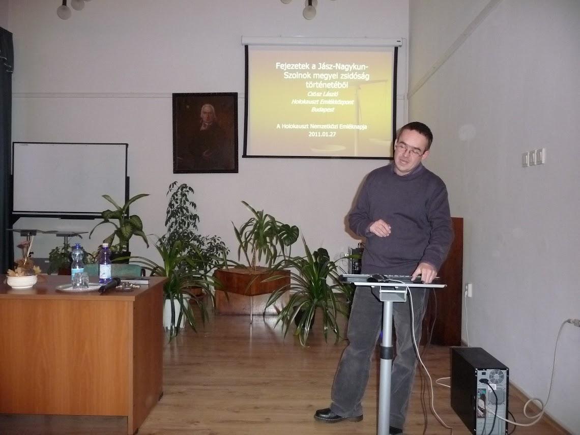 Csősz László előadása közben