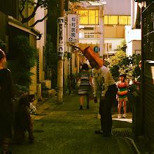 Photo: 大阪からやってきた鹿のパウちゃんが犬に吠えられている図