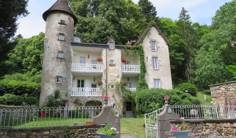 Manor Volvic
