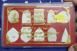 289.......................สุดยอดวัตถุมงคลแห่งปี 2540 หลวงปู่ทิมวัดพระขาว ฝังพลอย สวย ชุด 10 องคฺ์ ที่ระลึกสร้างอุโบสถ วัดอัมพุวราราม
