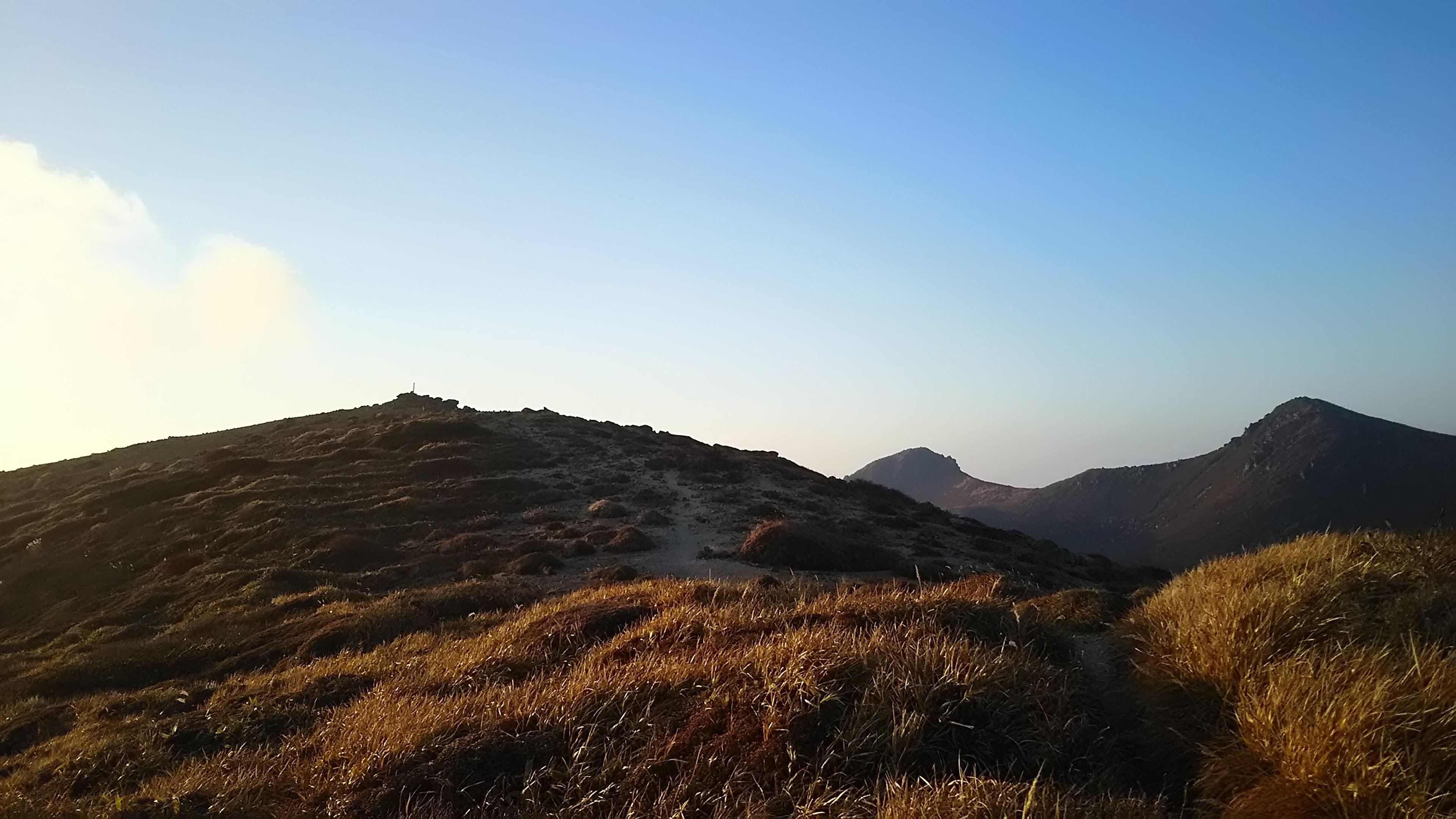 荒涼の稲星山