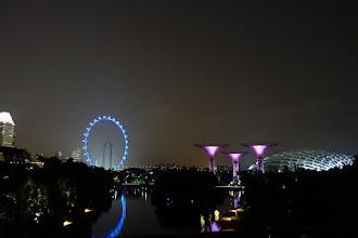 Photo: Singapore by night du haut de l'immeuble de 250 M de haut environ.
