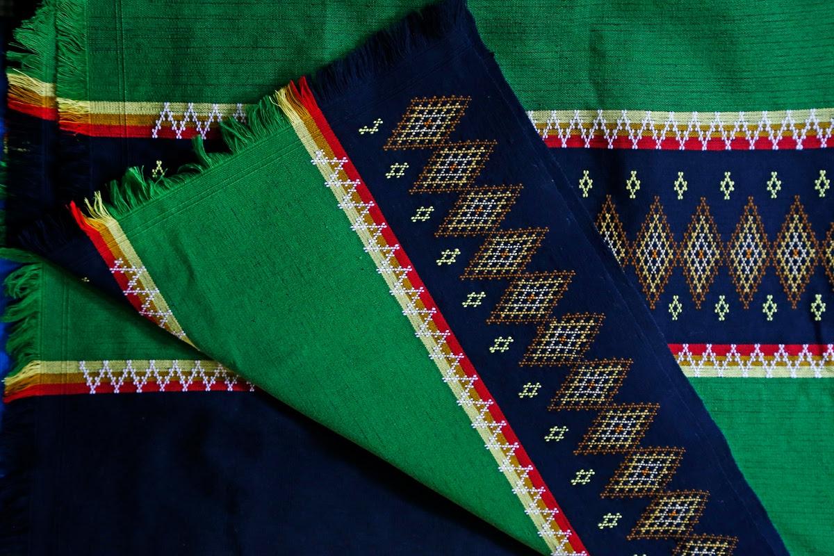 Puanchei: Backstrap weaving of Mizoram: Puan woven on the loin loom —  Google Arts & Culture