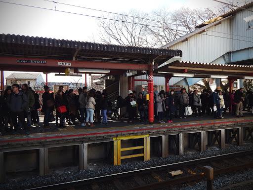train-attente-japonais-nara-japon-rail