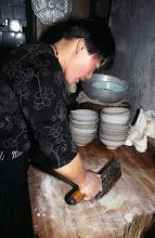 Photo: 03555 土城子/食堂/ソバ作り/切りソバ/水でねり、麺棒でのばして包丁切り。
