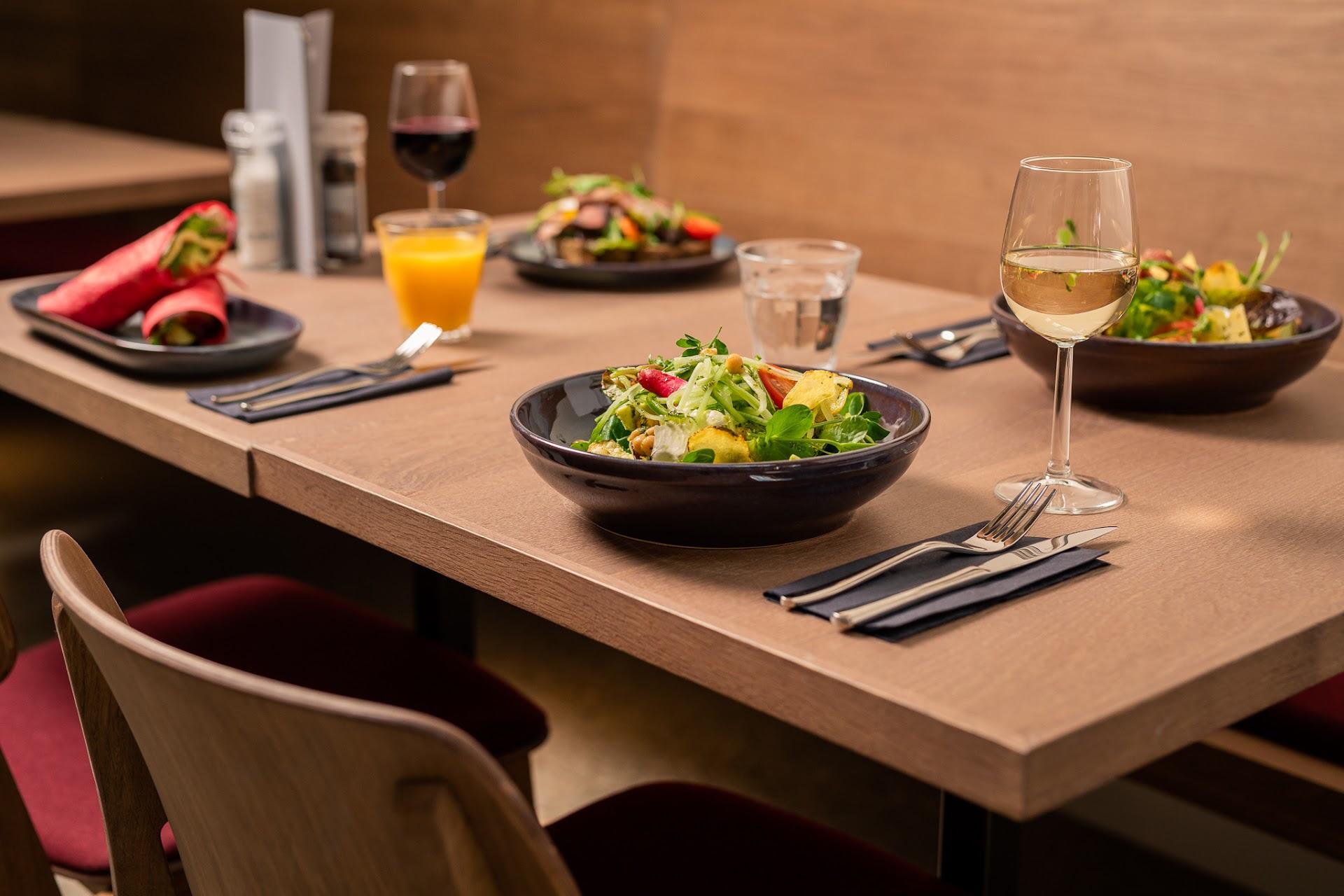 Aan tafel | Café Laken
