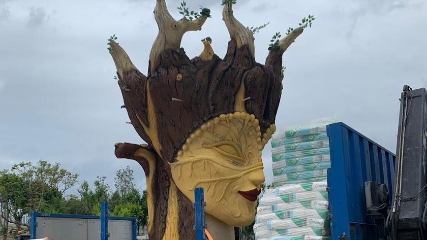 La cabeza de la estatua, que ya ha sido recibida en Macael.