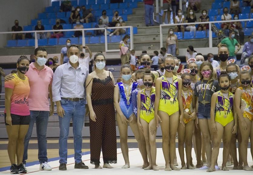 Foto de familia con el concejal de Deportes, Juanjo Segura.
