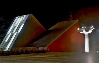 Photo: 012 - Platz der Besinnung bei Nacht