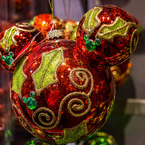 Esfera roja by Sergio Yorick - Public Holidays Christmas ( holiday, red, ornament, christmas, objects,  )