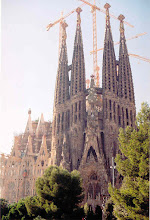 Photo: The Gaudi Cathedral. What's the national bird of Spain? Answer: The Crane.