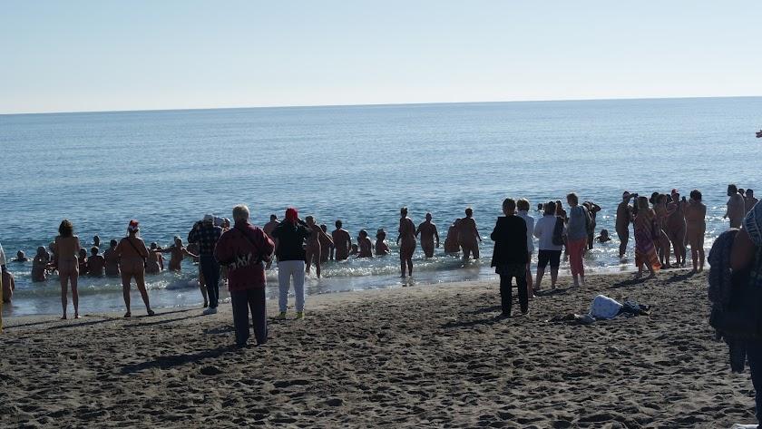 Más de 200 participantes han asistido a la convocatoria de la comunidad naturista de Vera Playa.