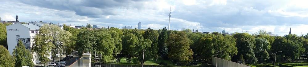Photo: Gedenkstätte Berliner Mauer; Ackerstraße Skyline