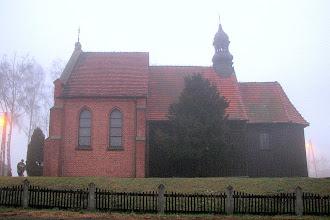 Photo: Drewniany kościół p.w. św. Jana Chrzciciela z XVIII w. w Murzynowie Kościelnym, rozbudowany w XX w. o murowaną nawę