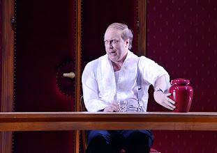 Photo: WIEN/ Burgtheater: Eugène Labiche ‹Die Affäre Rue de Lourcine›. Erweiterte Fassung von Elfriede Jelinek. Premiere am 18.4.2015. Nicholas Ofczarek. Copyright: Barbara Zeininger