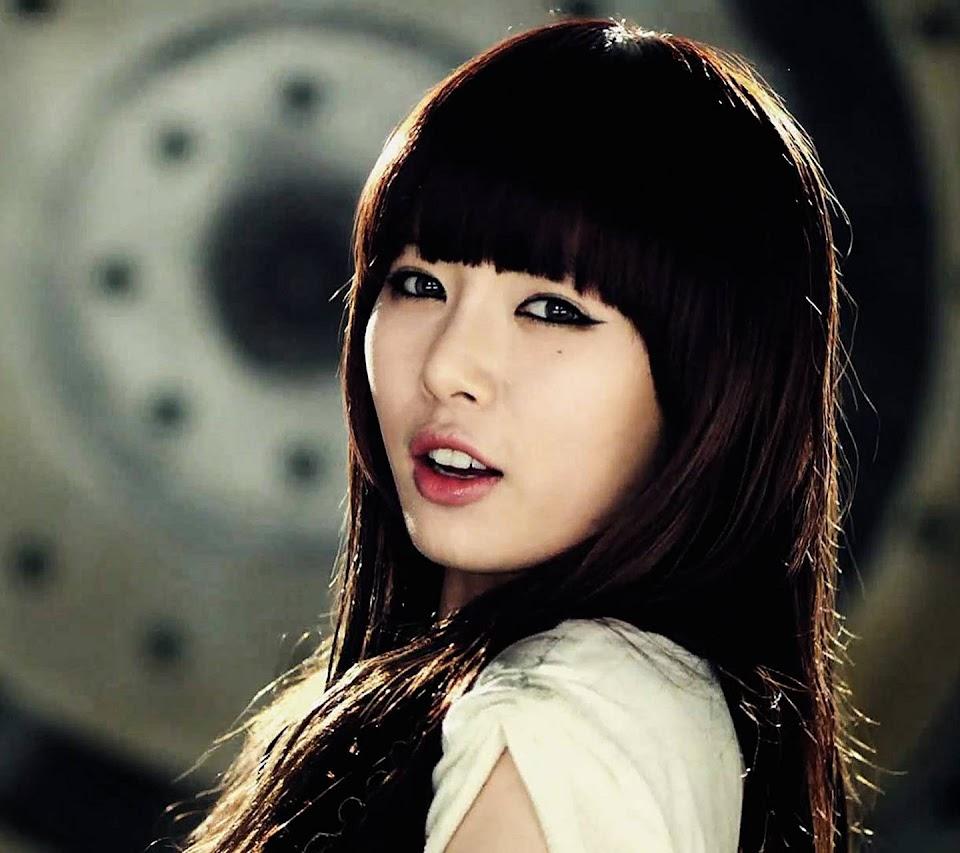 4debuts_hyuna2