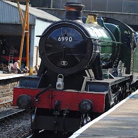 Back  on  track by Gordon Simpson - Transportation Trains