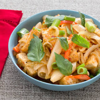 Crispy Tofu Drunken Noodles with Bell Pepper & Thai Basil.